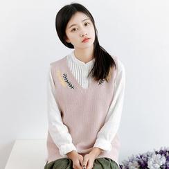 Forest Girl - Embroidered V-Neck Knit Vest