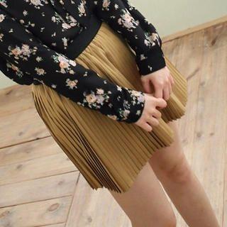 CatWorld - Accordion-Pleat Skirt
