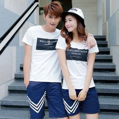 Lovebirds - Couple Lettering T-Shirt / Printed Shorts