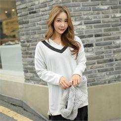 clicknme - V-Neck Contrast-Trim T-Shirt