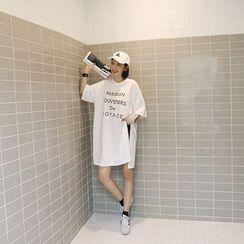 NANING9 - Slit-Hem Lettering Long T-Shirt