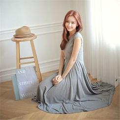 Styleberry - Cap-Sleeve Midi T-Shirt Dress