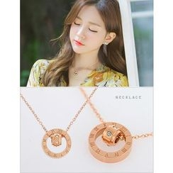 soo n soo - Lettering Circle Pendant Necklace