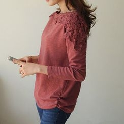 CLICK - Lace-Detail Shirred-Side T-Shirt