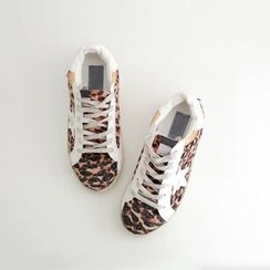 JUSTONE - Round-Toe Leopard Sneakers