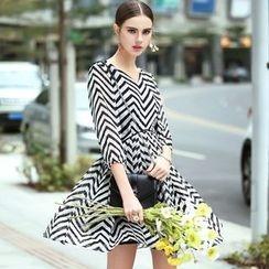 洛圖 - 七分袖曲折紋印花連衣裙