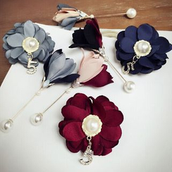 Jael - Flower Brooch