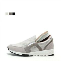 MODELSIS - Hidden-Heel Snake-Skin Print Sneakers