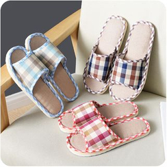 Eggshell Houseware - Plaid Home Slippers