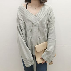 Moon City - Cable Knit V-Neck Sweater