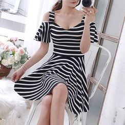 Queen Bee - Short-Sleeve Striped A-line Dress