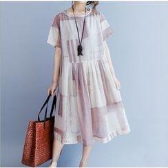 Clover Dream - Short-Sleeve Pleated Midi Dress