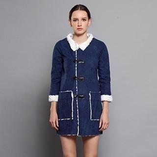 YiGelila - Fleece-Lined Buttoned Coat
