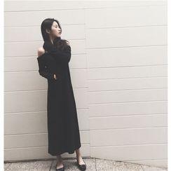 ALIN STYLE - Long Sleeve Cold Shoulder Slit Back Maxi Dress