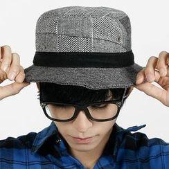Rememberclick - Stripe Trim Bucket Hat