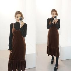 STYLEBYYAM - V-Neck Sleeveless Velvet Dress