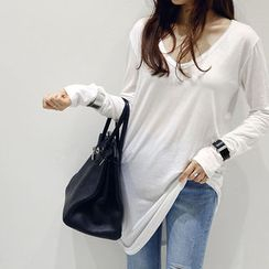 NANING9 - V-Neck Asymmetric-Hem Long T-Shirt