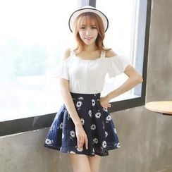 LULUS - Set: Cutout-Shoulder Cropped Top + Printed Skirt