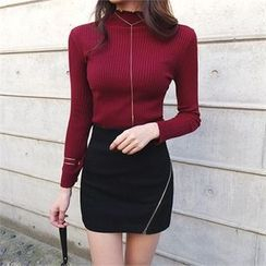 ERANZI - Mock-Neck Rib-Knit Top
