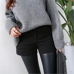 PEPER - Flat-Front Shorts