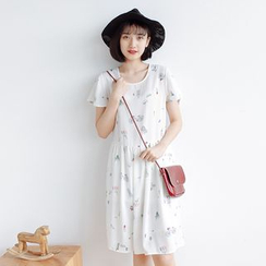Forest Girl - Short-Sleeve Printed Dress