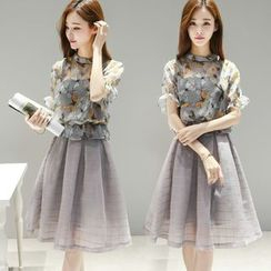 Ashlee - Set: Butterfly Print Short-Sleeve Top + Check Midi Skirt