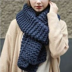Yarnie - Cable Knit Scarf