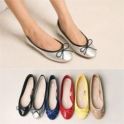 Wifky - Bow-Front Pendant Flats