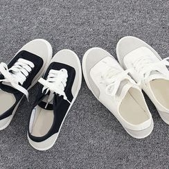 DANI LOVE - Round-Toe Two-Tone Sneakers