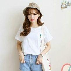 JVL - Pineapple-Embroidered Short-Sleeve T-Shirt