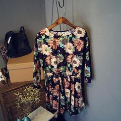 Glovon - 3/4-Sleeve Floral Dress