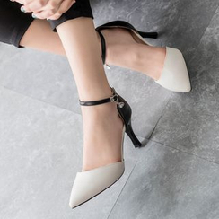 BAYO - Ankle Strap Pointy Pumps
