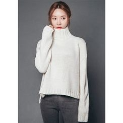 Chlo.D.Manon - Mock-Neck Dip-Back Sweater