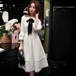 Dabuwawa - 3/4-Sleeve Lace-Trim Pleated Dress