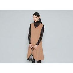 Envy Look - V-Neck Sleeveless Midi Dress