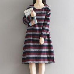 Queen Bee - Striped Long-Sleeve Midi Dress