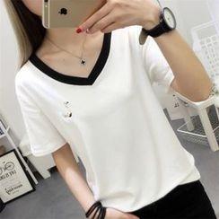 Ukiyo - Embroidered V-Neck Short-Sleeve T-Shirt