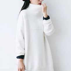 Plum Forest - Turtleneck Sweater