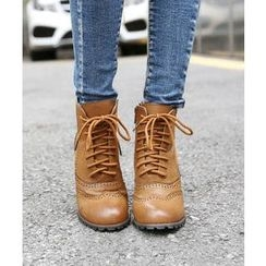 DANI LOVE - Wing-Tip Lace-Up Boots