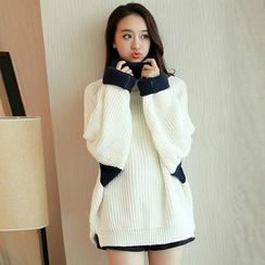 Cherry Dress - Two-Tone Turtleneck Chunky Knit Sweater