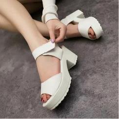 QQ Trend - 魔術貼搭帶粗跟涼鞋