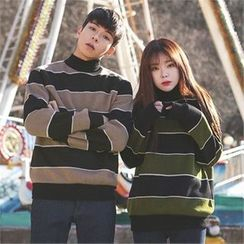 Superstar.i - Couple Mock-Neck Striped Top