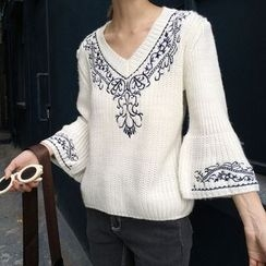 Eva Fashion - Embroidered V-neck Knit Top