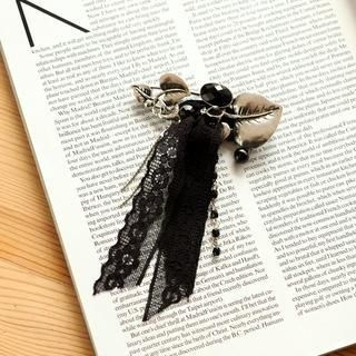 Petit et Belle - Lace Leaf Brooch