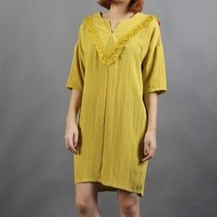 Momewear - Elbow-Sleeve Paneled Tasseled Dress