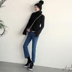NANING9 - Cutout-Hem Boot-Cut Jeans