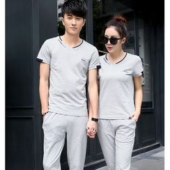 Lovebirds - Set: Couple V-Neck T-Shirt + Pants