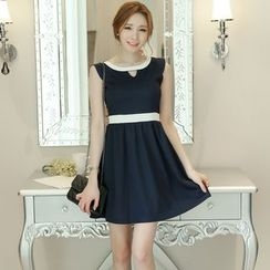 YUMU - Contrast Trim Sleeveless A-Line Dress