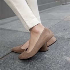 Styleberry - Faux Suede Pumps