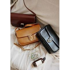 GOROKE - Buckled Flap Shoulder Bag